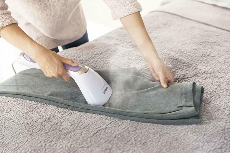 Philips Steam & Go Handheld Garment Steamer GC360/36 White/Purple NEW MODEL