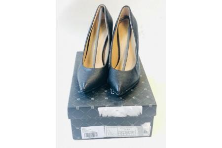 Little Mistress Footwear Pointed Court Shoe Black Size 4 Snakeskin Design